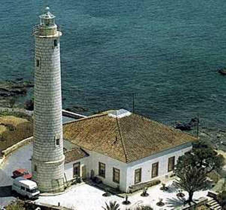 Faro de Calaburras