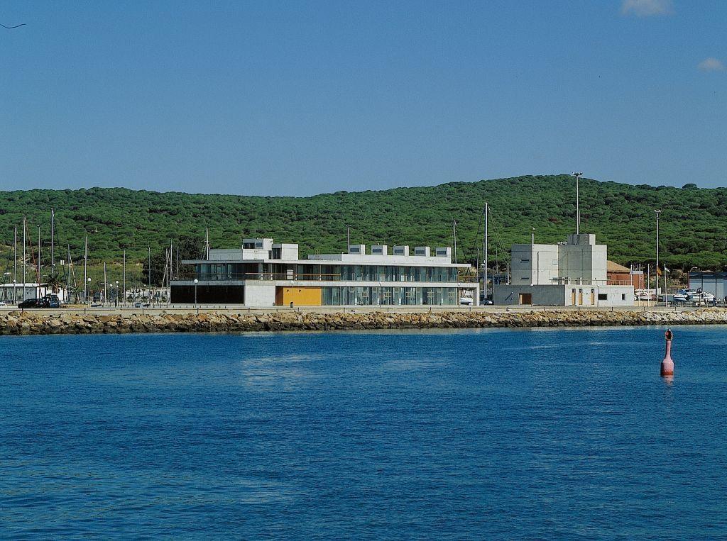 Edificio de Servicio de la Zona Náutico-Deportiva del Puerto de Barbate